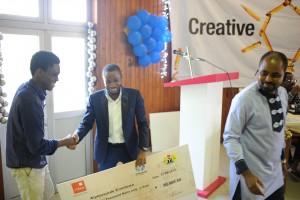 enioluwa-receiving-his-cash-prize-300x200