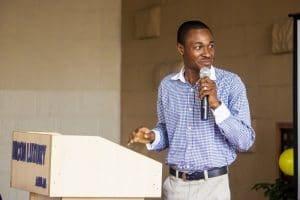 Lekan-Akinyemi-pitching-at-creative-architects-event-2017-abuja-300x200